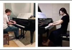 Corea-Italia, i due pianisti suonano La Moldava a 9.000 km distanza Il lockdown e la lontananza non hanno fermato i due artisti. Che in «simultanea» hanno suonato il brano di Smetana - CorriereTV