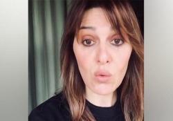 Cortellesi e la lettera al Padreterno: «Non ha senso proprio niente se non puoi star con la gente»  L'attrice Paola Cortellesi posta su Instagram una poesia in romanesco: «L'ha scritta una mia amica, donna straordinaria» - Corriere Tv