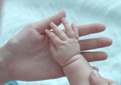 «Cura le mani, le mani curano» Il video realizzato dall'Istituto superiore di sanità per la Giornata mondiale dell'igiene delle mani - Corriere Tv
