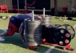Football, James Harrison spinge un carrello da 890 chili A 42 anni James Harrison ha ancora la tempra dei tempi migliori - Dalla Rete