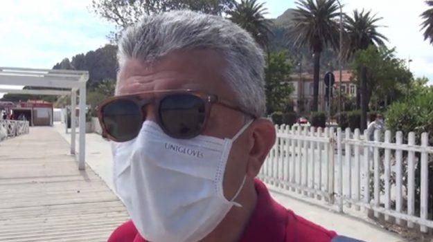 Commercianti e amanti di Mondello: 'La spiaggia senza cabine è più bella'