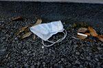 A Montedoro una multa contro chi abbandona guanti e mascherine per terra