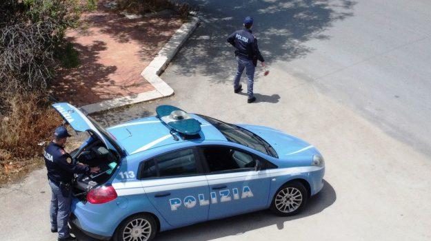 Caltanissetta, ubriaco sferra calci e pugni ai poliziotti: denunciato