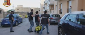 Mafia, arrestati due complici di Messina Denaro: perquisita la casa del superlatitante a Castelvetrano
