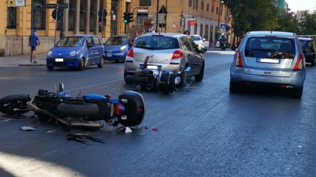 Incidente a Palermo, traffico in tilt in via Roma: diversi i feriti, coinvolti più mezzi