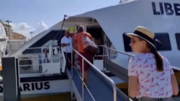 Trapani, Liberty Lines riceve nove defibrillatori: saranno collocati nella biglietteria e al cantiere navale