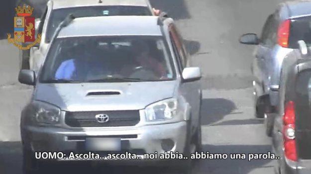 Mafia a Palermo, il bacio in bocca per il nuovo padrino e i rapporti coi clan: le intercettazioni alla Noce