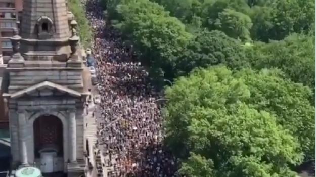 George Floyd, in migliaia in piazza: il video del corteo a New York