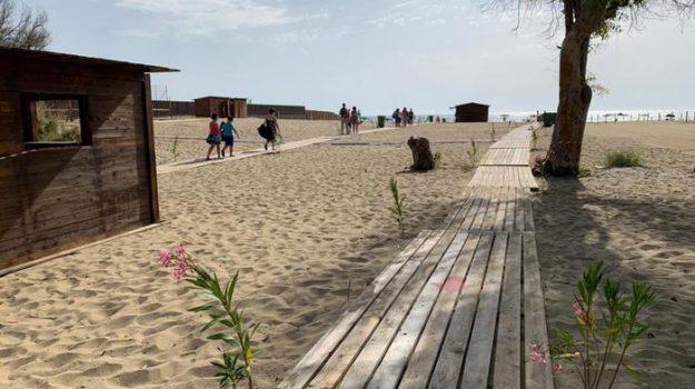Catania, riapre la terza spiaggia della Plaia: attivate le misure anti-coronavirus