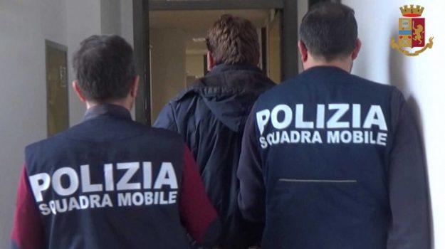 Caltanissetta, 162 grammi di droga sotto il letto di casa: arrestato un 26enne