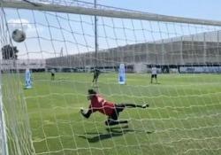 Ronaldo delizia i suoi fan con una serie di tiri in porta spettacolari Il fuoriclasse della Juve sembra già in forma smagliante - CorriereTV