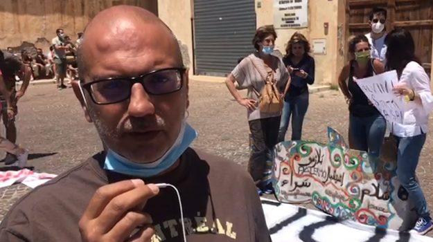 Salvini in Sicilia, la protesta delle Sardine a Bagheria: