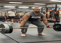 Usa, muscoli d'acciaio: solleva 320 chili L'impresa dello studente Logan Sagapolu dell'Università dell'Oregon - Dalla Rete