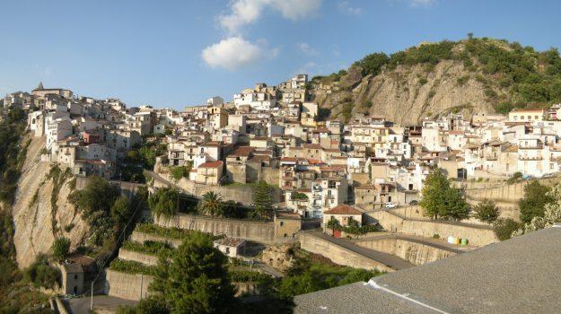 Comune di Camastra sciolto per mafia, il sindaco può ricandidarsi