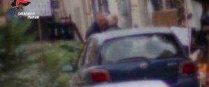 Il bacio tra il boss Mariano Asaro e l'ex deputato regionale Paolo Ruggirello