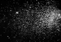 Colpi di tosse e starnuti: ecco un altro video che spiega l'importanza delle mascherine Non ci stancheremo di ripeterlo: l'uso delle mascherine diminuisce di molto il rischio di trasmissione dell'infezione. E dovete coprire la bocca ma anche il naso se volte che funzioni - CorriereTV