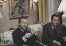 Gianni Letta, quando interpretò se stesso nel film con Alberto Sordi e Monica Vitti Insieme nel film «Io so che tu sai che io so» - Ansa