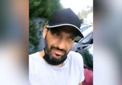Il cantante Pago derubato: «Bella Milano, ma succede anche questo» Il cantante mostra su Instagram il finestrino della sua auto rotto - Ansa