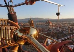 Il concerto del trio di Ottoni del Maggio Musicale Fiorentino in volo (su una mongolfiera) nei cieli di Firenze Lo spettacolare concerto nell'ambito dell'Italian Brass Week  - Corriere Tv