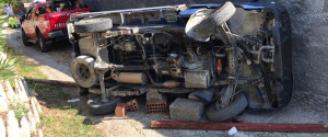 Incidente a Pace del Mela, si ribalta con l'auto e rimane incastrato: le foto dei soccorsi