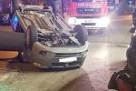 Incidente a Siracusa, auto perde il controllo e si ribalta: ferita una 22enne