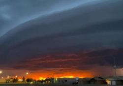 «Independence Day» sopra il Nuovo Messico: il video spettacolare Una «shelf cloud» somigliante ad una astronave aliena si è formata sopra i cieli della città di Clovis - CorriereTV