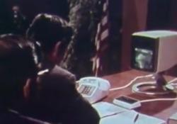 La prima videochiamata della storia 50 anni fa L'incontro a distanza, svoltosi alla vigilia del lancio del Picturephone Mod II di AT&T sul mercato, coinvolse il sindaco di Pittsburgh e l'amministratore delegato di Alcoa John Harper - Corriere Tv
