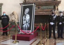 La «ragazza del Bataclan» di Banksy tornerà in Francia dopo il furto Prima di partire per Parigi sarà esposta a Roma: trafugata, è stata ritrovata nel teramano - LaPresse/AP