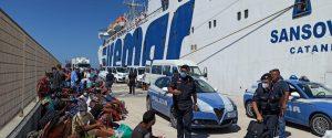 """Coronavirus, altri 38 migranti positivi a Lampedusa. Musumeci: """"Governo indifferente"""""""