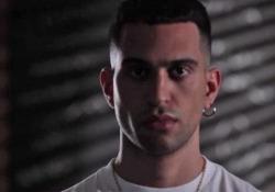 Mahmood per la web serie «Rajel»: il progetto di inclusione, accoglienza e integrazione Il cantante testimonial della serie che mette in scena le nuove generazioni in Italia - Corriere Tv