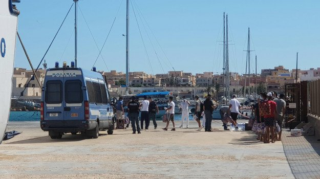 migranti, Nello Musumeci, Sicilia, Politica