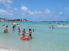 """Spiaggia strapiena a Mondello, i bagnanti: """"Vogliamo divertirci, c'è un mare fantastico..."""""""