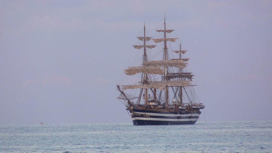 """L'Amerigo Vespucci compie 90 anni, neppure il Covid ha fermato la """"nave più bella del mondo"""""""