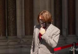 Processo contro il tabloid The Sun, Johnny Depp arriva in tribunale a Londra L'attore ha fatto causa al giornale che nel 2018 lo definì
