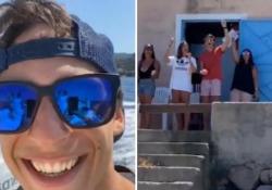 Rio della «Casa di carta» accolto in Costa Smeralda con «Bella Ciao» L'attore trascorre le vacanze in Sardegna: il video postato sul suo profilo Instagram - Ansa