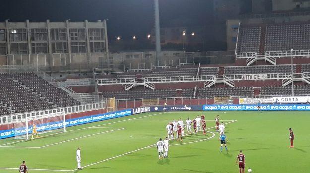 Il Trapani batte il Livorno in rimonta in un finale al cardiopalma: salvezza possibile