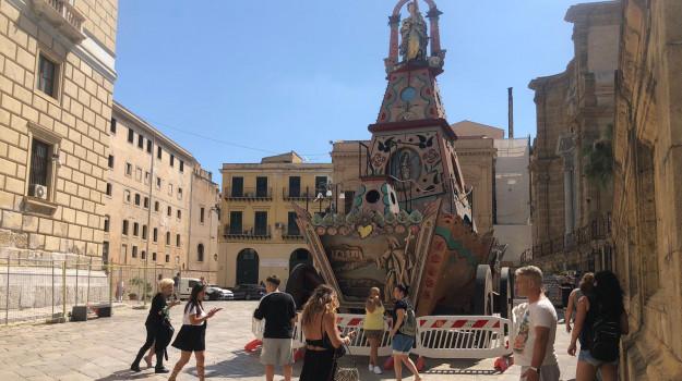 Palermo, turisti ai piedi del carro nel giorno della Santuzza: il programma del Festino, un botto e niente corteo
