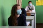 Studenti in classe con la mascherina