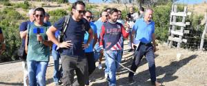 Daniele Mondello durante le ricerche con i volontari a Caronia