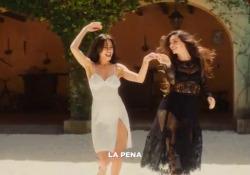 Elodie, il video di «Ciclone»: la nuova canzone con Takagi & Ketra e i Gipsy King Nel progetto musicale anche Mariah, Nicolas Reyes e Baliardo - Corriere Tv