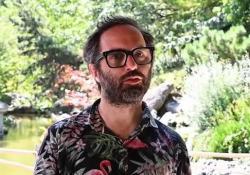 Emanuele Coccia: «Ogni specie è la metamorfosi di una specie precedente»  Il filosofo presenta il suo saggio «Métamorphoses», uscito in Francia e ora tradotto in Brasile. La pubblicazione in Italia, per Einaudi, è prevista per il 2021 - Corriere Tv