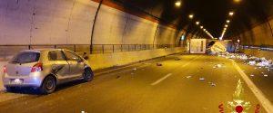 Incidente sull'autostrada Catania-Siracusa, scontro tir-auto: due feriti
