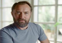 Jude Law testimonial della campagna pubblicitaria di Sky Wifi: il video L'attore inglese due volte candidato all'Oscar - Corriere Tv