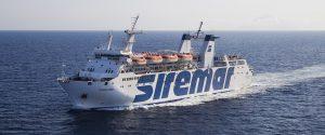 Nave in viaggio da Lampedusa a Porto Empedocle perde il portellone: tensioni a bordo