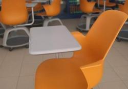 Scuola, ecco come funziona il banco a rotelle: la prova con prof e studente in un liceo di Ciampino  Se ne è tanto parlato nelle ultime settimane: siamo andati  a vedere come funziona, nella pratica scolastica, questo arredo, funzionale soprattutto ai gruppi di lavoro e le lezioni interattive  - Cor...