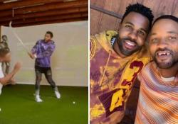 Will Smith gioca a golf con Jason Derulo e rimane senza denti: il video spopola in Rete Le immagini pubblicate sul profilo dell'attore che pi si mostra in una foto con il sorriso scheggiato - Corriere Tv
