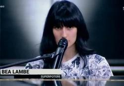 Come la dislessia diventa un «Superpotere», Beatrice commuove i giudici di X Factor «Sei dislessica?» chiede Mika, «perché lo sono anch'io. Non posso scrivere lettere a mano, solo al computer» - Corriere TV