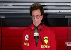 Crozza diventa il team manager Ferrari Mattia Binotto: «Già che siamo immobili ci diamo all'edilizia?» Un nuovo personaggio a «Fratelli di Crozza» per il comico genovese - Corriere Tv
