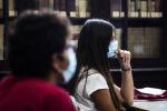 Coronavirus, si aggrava il focolaio di Gela: positivo docente di una scuola media