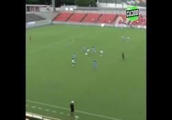 Giappone, la calciatrice come Totti: gol con il cucchiaio da fuori area Miyuki Takahashi del Yokohama Seagulls ha segnato un gol con cucchiaio da fuori area - Dalla Rete
